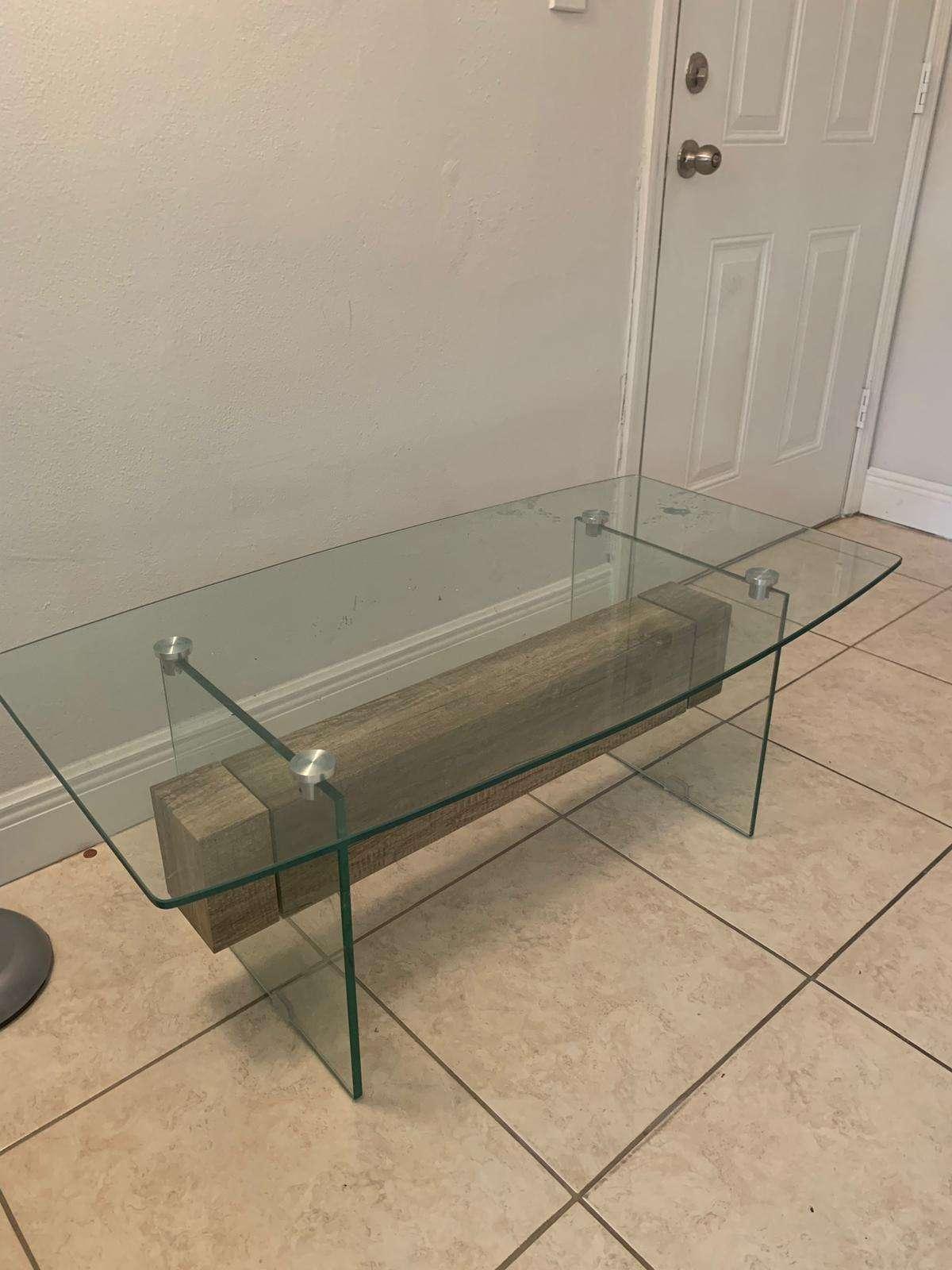 Na prodaju sto za dnevnu sobu!