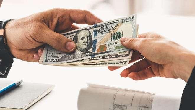 Isplata 1200$ pomoći za neke Amerikance ne pre Avgusta