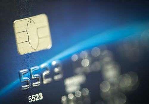 IRS počeo slanje debitnih kartica sa 1200$ pomoći