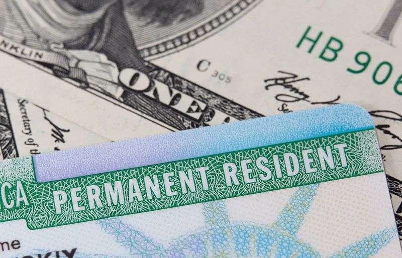 USCIS: Velika kašnjenja u štampanju zelenih karata i radnih dozvola