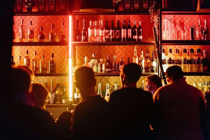 Miami-Dade: Otvaraju se barovi i klubovi, bez kazni za nenošenje maski