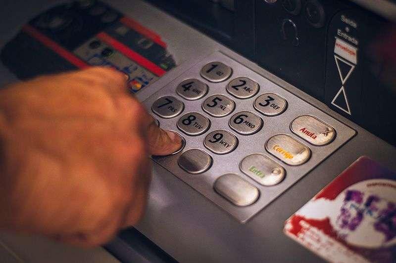 Kako da izbegnete plaćanje provizije na bankomatima dok ste u Srbiji?