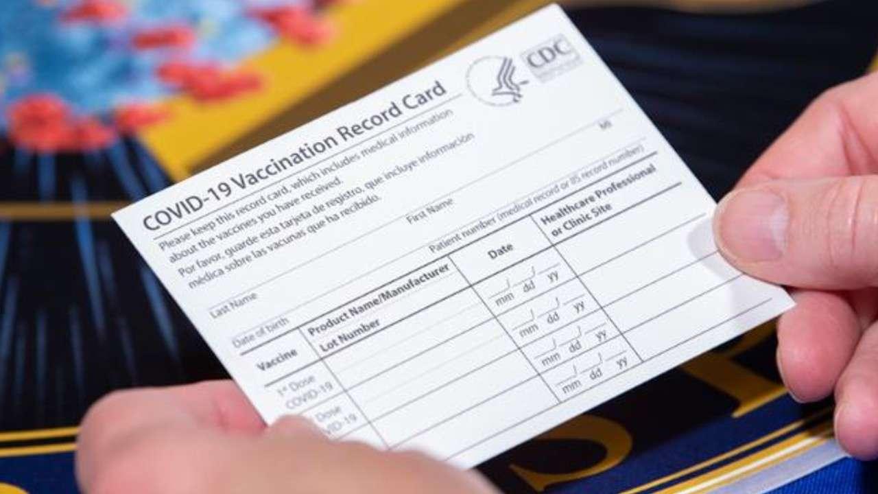 FBI najavio stroge kazne za korišćenje lažnih kartica za vakcinaciju protiv COVID-19